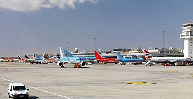 Auf ✈ Flug nach Gran Canaria » Passagier im Drogenrausch überwältigt