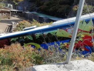 Teneriffa: Bremsen defekt » Schulbus mit 16 Kindern rast Abhang hinunter